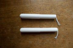 Ζευγάρι tampons με applicators χαρτονιού Στοκ φωτογραφίες με δικαίωμα ελεύθερης χρήσης