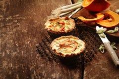 Ζευγάρι Tarts πίτα με τα φρέσκα λαχανικά Στοκ φωτογραφίες με δικαίωμα ελεύθερης χρήσης