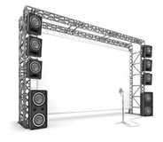 Ζευκτόντα μετάλλων με μια οθόνη, ακουστικά συστήματα και ένα μικρόφωνο Ο εξοπλισμός ενός σταδίου, ένας κινηματογράφος Στοκ Εικόνα