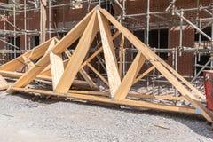 Ζευκτόντα στεγών κατασκευής σπιτιών Στοκ φωτογραφία με δικαίωμα ελεύθερης χρήσης
