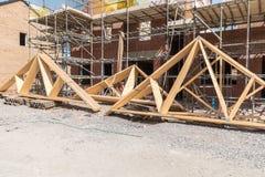 Ζευκτόντα στεγών κατασκευής σπιτιών Στοκ Εικόνες