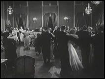 Ζεύγη που χορεύουν στην αίθουσα χορού απόθεμα βίντεο