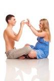 ζεύγος ευτυχές η έγκυο&si Στοκ Εικόνα