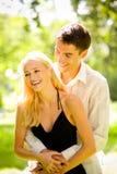 ζεύγος ευτυχές υπαίθρι&al στοκ εικόνα με δικαίωμα ελεύθερης χρήσης