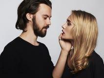 ζεύγος καλό ρομαντική όμορφη γυναίκα και όμορφος άνδρας Στοκ Φωτογραφία