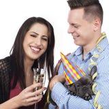 Ζεύγος με τα γυαλιά σκυλιών και λαμπιρίζοντας κρασιού Στοκ Εικόνες