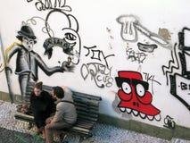 Ζεύγος με τα murales Στοκ εικόνες με δικαίωμα ελεύθερης χρήσης