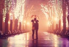 Ζεύγος με την ομπρέλα Στοκ φωτογραφία με δικαίωμα ελεύθερης χρήσης