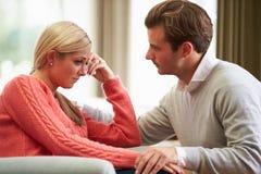 Ζεύγος με τη γυναίκα που πάσχει από την κατάθλιψη Στοκ εικόνα με δικαίωμα ελεύθερης χρήσης