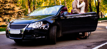 Ζεύγος με το αυτοκίνητο Στοκ Εικόνες