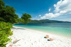 ζεύγος παραλιών τροπικό Νησί Rawee, Ταϊλάνδη Στοκ εικόνα με δικαίωμα ελεύθερης χρήσης