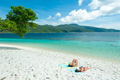 ζεύγος παραλιών τροπικό Νησί Rawee, Ταϊλάνδη Στοκ φωτογραφία με δικαίωμα ελεύθερης χρήσης