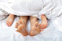 Ζεύγος που έρχεται σε σεξουαλική επαφή - γυναίκα στην κορυφή Στοκ εικόνες με δικαίωμα ελεύθερης χρήσης