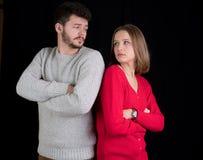 ζεύγος που έχει τις υπαίθριες νεολαίες σκηνής προβλημάτων Στοκ φωτογραφία με δικαίωμα ελεύθερης χρήσης