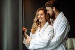 Ζεύγος που απολαμβάνει το Σαββατοκύριακο wellness Στοκ εικόνα με δικαίωμα ελεύθερης χρήσης