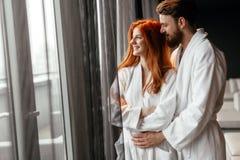 Ζεύγος που απολαμβάνει το Σαββατοκύριακο wellness Στοκ εικόνες με δικαίωμα ελεύθερης χρήσης