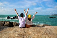 Ζεύγος που εξετάζει το ταξίδι θάλασσα-γλυκών για δύο στοκ φωτογραφία με δικαίωμα ελεύθερης χρήσης