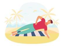 Ζεύγος που κάνει τον πυρήνα άσκησης σανίδων workout μαζί υπαίθρια ελεύθερη απεικόνιση δικαιώματος