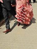 Ζεύγος που πηγαίνει να ορμήξει στην έκθεση της Σεβίλης στοκ εικόνες με δικαίωμα ελεύθερης χρήσης