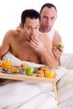 ζεύγος που τρώει το υγιέ& στοκ εικόνες