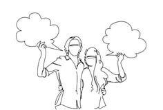 Ζεύγος σκίτσων που αγκαλιάζει το διαστημικούς άνδρα και τη γυναίκα Doodle φυσαλίδων συνομιλίας αντιγράφων σύννεφων λαβής πέρα από Στοκ εικόνες με δικαίωμα ελεύθερης χρήσης