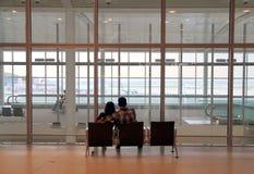 Ζεύγος στον αερολιμένα του Τορόντου PEARSON Στοκ Εικόνες