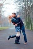 Ζεύγος στο πάρκο Στοκ εικόνα με δικαίωμα ελεύθερης χρήσης