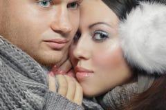 Ζεύγος στο χειμερινό ιματισμό στοκ φωτογραφία με δικαίωμα ελεύθερης χρήσης