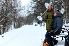 Ζεύγος του χειμώνα εραστών στοκ εικόνα με δικαίωμα ελεύθερης χρήσης