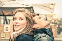 Ζεύγος των εραστών στην αρχή μιας ιστορίας αγάπης Στοκ φωτογραφία με δικαίωμα ελεύθερης χρήσης