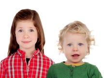 Ζεύγος των παιδιών απομονωμένο λευκό αδελφών ανασκόπησης αδελφός Στοκ φωτογραφία με δικαίωμα ελεύθερης χρήσης