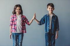 Ζεύγος των παιδιών στοκ εικόνα με δικαίωμα ελεύθερης χρήσης