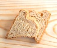 Ζεύγος των φετών του ψωμιού υπό μορφή καρδιών Στοκ εικόνα με δικαίωμα ελεύθερης χρήσης