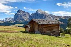 Ζεύγος των hutes και του βουνού Στοκ Φωτογραφία