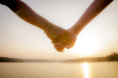 Ζεύγος χέρι-χέρι Στοκ Φωτογραφίες