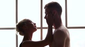 Ζεύγος χορού αιθουσών χορού ερωτευμένο το ένα σχετικά με το άλλο απόθεμα βίντεο