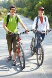 ζεύγος bicyclers στοκ φωτογραφία με δικαίωμα ελεύθερης χρήσης