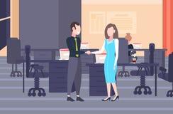 Ζεύγος Businesspeople που τινάζει σύγχρονο ομο έννοιας συνεργασίας συμφωνίας χειραψιών συνέταιρων γυναικών ανδρών χεριών διανυσματική απεικόνιση