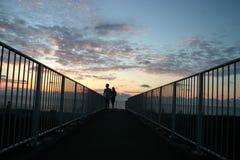 ζεύγος strolling Στοκ φωτογραφίες με δικαίωμα ελεύθερης χρήσης