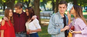 Ζηλοτυπία και φθόνος σε σχέση φίλων στοκ εικόνες