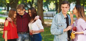 Ζηλοτυπία και φθόνος σε σχέση φίλων στοκ εικόνα