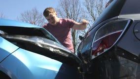 Ζημία επιθεώρησης οδηγών μετά από το τροχαίο ατύχημα απόθεμα βίντεο