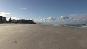 Ζουμ έξω από την άποψη του παραδείσου Surfer ` s, στο Palm Beach, Gold Coast, Αυστραλία απόθεμα βίντεο