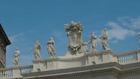 Ζουμ στον πυροβολισμό των αγαλμάτων στο τετράγωνο του ST Peter στο Βατικανό φιλμ μικρού μήκους