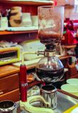 Ζυθοποιός καφέ σιφωνίων Yama στοκ εικόνα