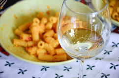 Ζυμαρικά και κρασί Στοκ φωτογραφίες με δικαίωμα ελεύθερης χρήσης