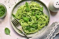 Ζυμαρικά μακαρονιών με τη σάλτσα pesto - παραδοσιακό πιάτο του ιταλικού γ στοκ φωτογραφία με δικαίωμα ελεύθερης χρήσης