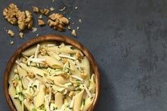 Ζυμαρικά με τα κολοκύθια, το ζαμπόν και το ξύλο καρυδιάς Στοκ Εικόνα