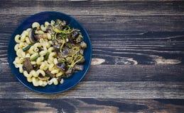 Ζυμαρικά με τα ψημένα λαχανικά στοκ φωτογραφία