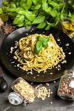 Ζυμαρικά με τη σάλτσα pesto Στοκ εικόνα με δικαίωμα ελεύθερης χρήσης